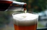 Pivo ve sklenici