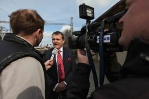Vít Bárta s reportéry