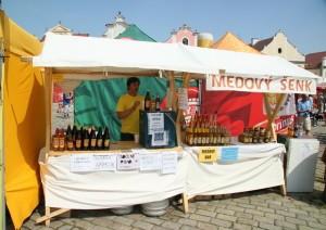 Stánek firmy Medovinka, s.r.o. v Pelhřimově