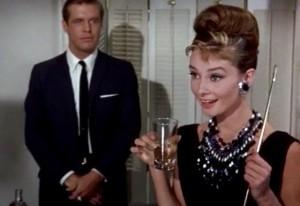 Audrey Hepburn se sklenkou