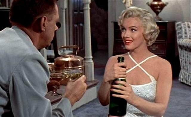 Marilyn Monroe s láhví sektu