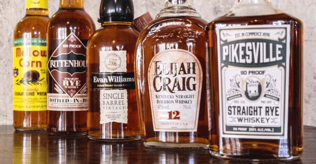 Whisky & whiskey na poličce