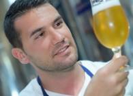 Muž s pivem